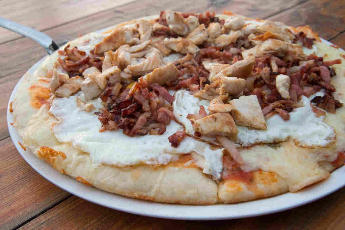 Pizza del restaurante Asador Rocamar, Islares