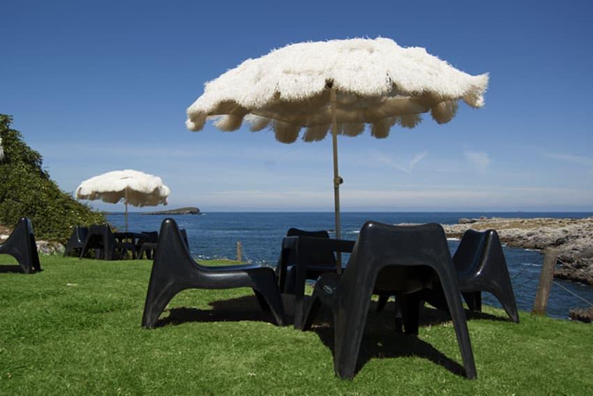Terraza junto al mar del restaurante Asador Rocamar, Islares, Castro Urdiales